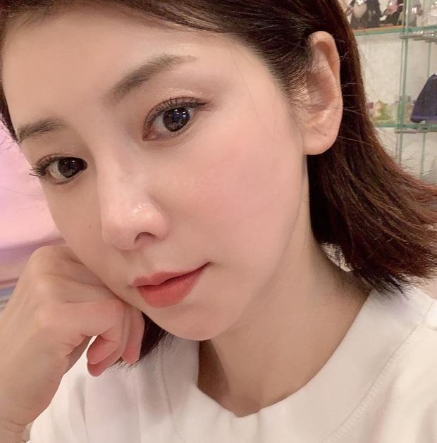 Phù thủy làn da người Nhật 53 tuổi da dẻ vẫn căng mịn như gái 18: Bí quyết chỉ ở 2 bước dưỡng rẻ bèo mà ai cũng làm được - Ảnh 2.