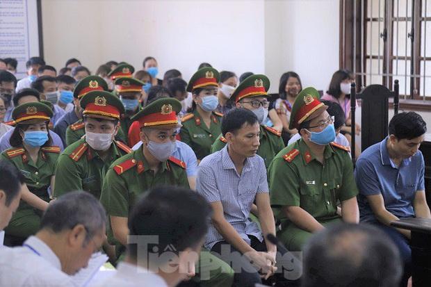 Hiệu trưởng trường chuyên tỉnh Hòa Bình nói rất nhục nhã vì nâng điểm - Ảnh 1.