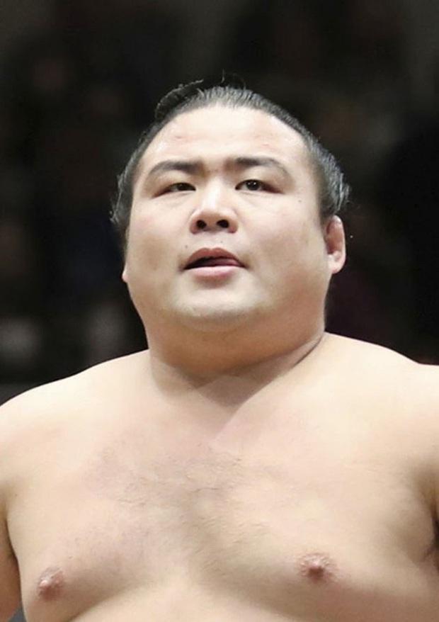 Võ sĩ sumo đầu tiên qua đời vì COVID-19 - Ảnh 1.