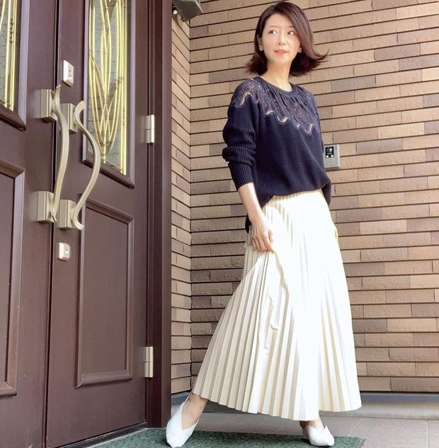 Phù thủy làn da người Nhật 53 tuổi da dẻ vẫn căng mịn như gái 18: Bí quyết chỉ ở 2 bước dưỡng rẻ bèo mà ai cũng làm được - Ảnh 4.