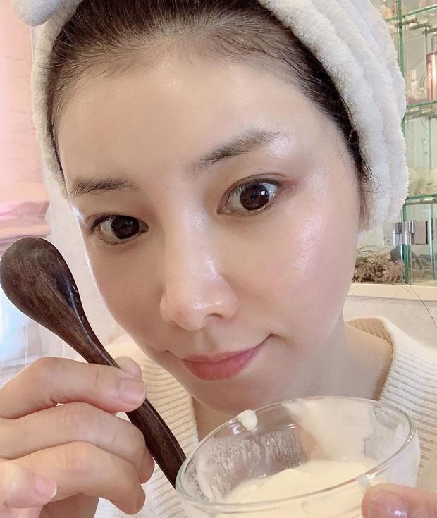 Phù thủy làn da người Nhật 53 tuổi da dẻ vẫn căng mịn như gái 18: Bí quyết chỉ ở 2 bước dưỡng rẻ bèo mà ai cũng làm được - Ảnh 10.