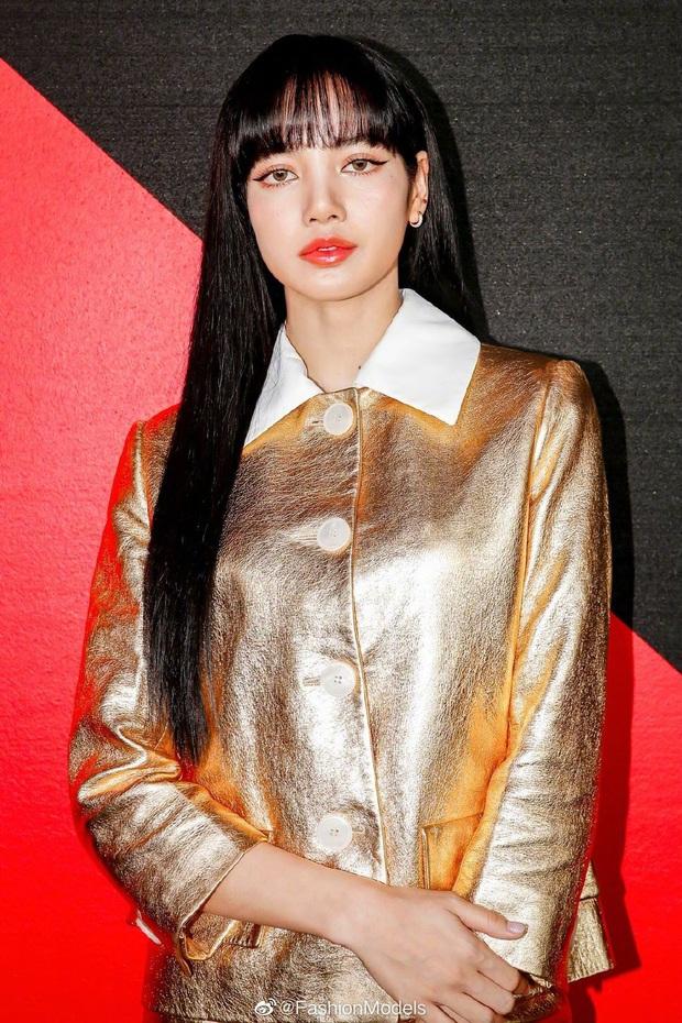20 em út Kpop lột xác ngoạn mục nhờ tóc đen: Jungkook, Sehun hoá tổng tài, Lisa và dàn mỹ nữ như công chúa bí ẩn - Ảnh 3.