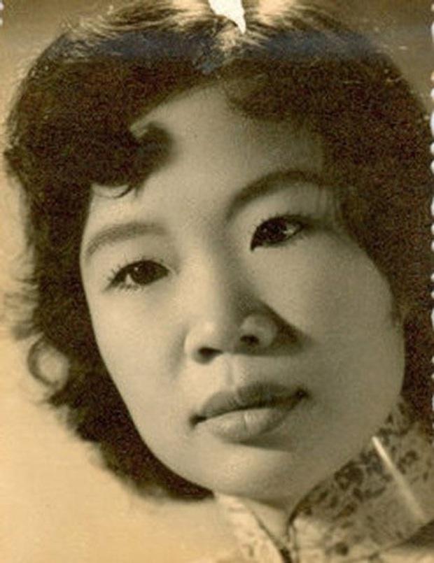 Những bóng hồng trong cuộc đời Bảo Đại: Nam Phương Hoàng hậu của Hoà Minzy khổ từ MV đến ngoài đời, trong lịch sử Hân Tuesday không phải là trùm cuối - Ảnh 11.