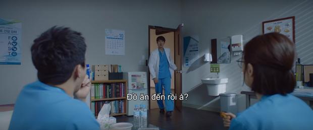 Mừng hụt vì màn bẻ lái ở tập 10 Hospital Playlist: Thuyền Ik Jun - Song Hwa sẽ sớm lật hay về đích mãn nhãn ở phút cuối cùng? - Ảnh 4.