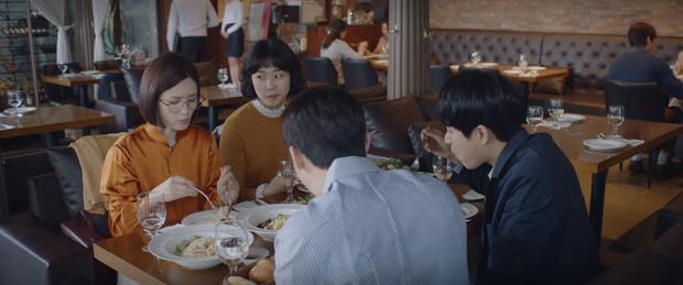 Mừng hụt vì màn bẻ lái ở tập 10 Hospital Playlist: Thuyền Ik Jun - Song Hwa sẽ sớm lật hay về đích mãn nhãn ở phút cuối cùng? - Ảnh 2.