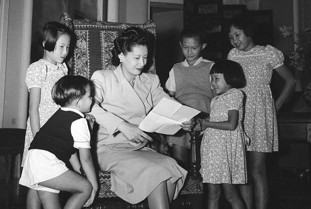 Những bóng hồng trong cuộc đời Bảo Đại: Nam Phương Hoàng hậu của Hoà Minzy khổ từ MV đến ngoài đời, trong lịch sử Hân Tuesday không phải là trùm cuối - Ảnh 6.