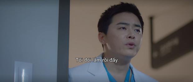 Mừng hụt vì màn bẻ lái ở tập 10 Hospital Playlist: Thuyền Ik Jun - Song Hwa sẽ sớm lật hay về đích mãn nhãn ở phút cuối cùng? - Ảnh 7.