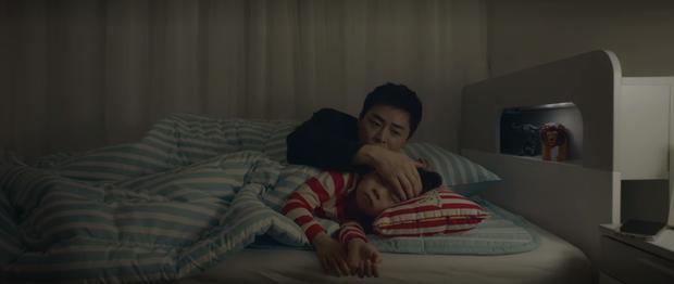 Mừng hụt vì màn bẻ lái ở tập 10 Hospital Playlist: Thuyền Ik Jun - Song Hwa sẽ sớm lật hay về đích mãn nhãn ở phút cuối cùng? - Ảnh 8.