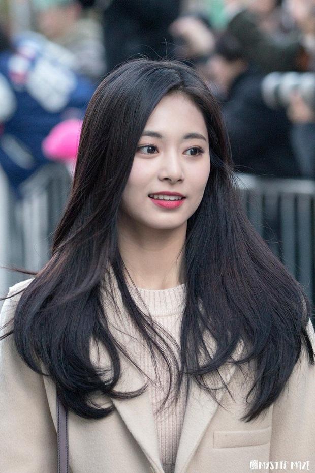 20 em út Kpop lột xác ngoạn mục nhờ tóc đen: Jungkook, Sehun hoá tổng tài, Lisa và dàn mỹ nữ như công chúa bí ẩn - Ảnh 8.