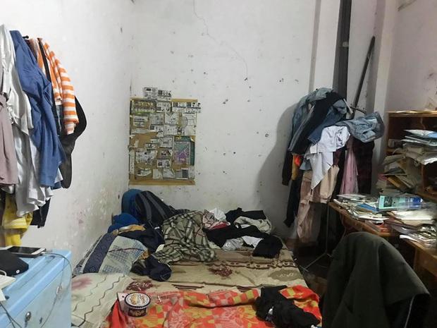 Phòng trọ 15m2 bừa bộn kinh hoàng, ngập ngụa rác thải, bốc mùi hôi thối: Xinh cỡ mấy mà ở bẩn như thế này cũng tránh xa! - Ảnh 1.