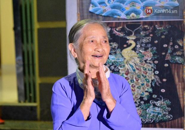 Ảnh, clip: Người dân thôn Đông Cứu phấn khởi trong đêm dỡ cách ly, Hà Nội không còn ổ dịch Covid-19 - Ảnh 5.