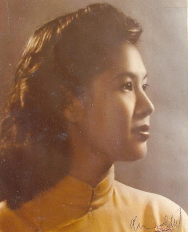 Những bóng hồng trong cuộc đời Bảo Đại: Nam Phương Hoàng hậu của Hoà Minzy khổ từ MV đến ngoài đời, trong lịch sử Hân Tuesday không phải là trùm cuối - Ảnh 7.