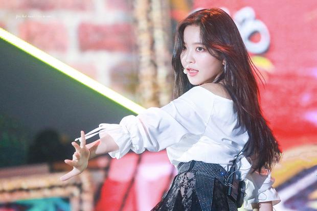 Ly kỳ chuyện 5 mỹ nhân Red Velvet được SM tuyển chọn: Irene là nữ thần từ hồi thực tập, Yeri gây xôn xao vì được chủ tịch cưng? - Ảnh 27.