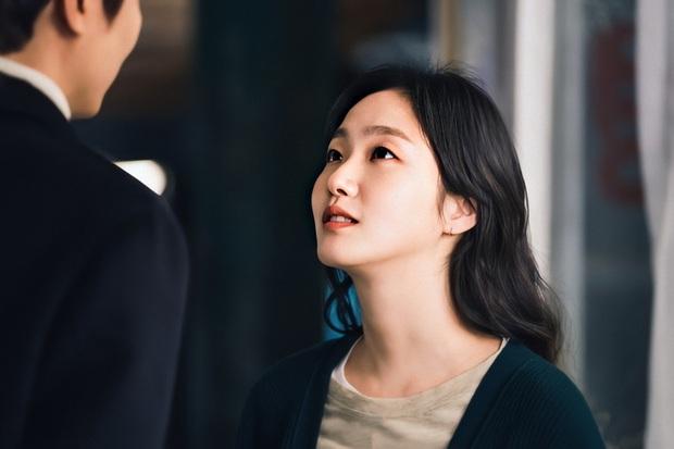 Lee Min Ho lại khoe nụ hôn ngọt ngào với Kim Go Eun trên trang cá nhân, người muốn hét lên phim giả tình thật chính là anh? - Ảnh 3.