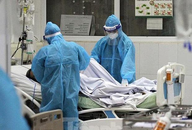 Nam phi công người Anh đã được bơm rửa màng phổi, đã tìm thấy người thân