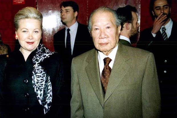 Những bóng hồng trong cuộc đời Bảo Đại: Nam Phương Hoàng hậu của Hoà Minzy khổ từ MV đến ngoài đời, trong lịch sử Hân Tuesday không phải là trùm cuối - Ảnh 14.