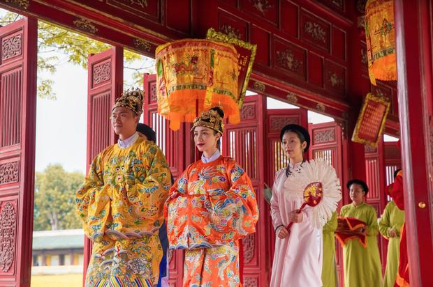 Nam chính cực hot vào vai vua Bảo Đại trong MV mới của Hoà Minzy: Cao 1m8 với body phát mê, từng được Minh Hằng cưng hết mức - Ảnh 2.