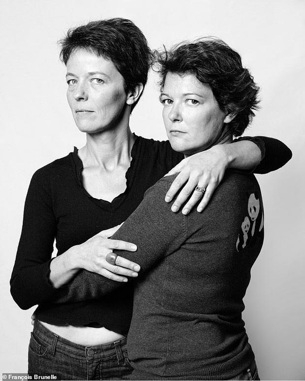 20 năm đi tìm những người xa lạ trông như sinh đôi để chụp ảnh, nhiếp ảnh gia cho ra đời bộ ảnh về hiện tượng bí ẩn chưa có lời giải - Ảnh 12.