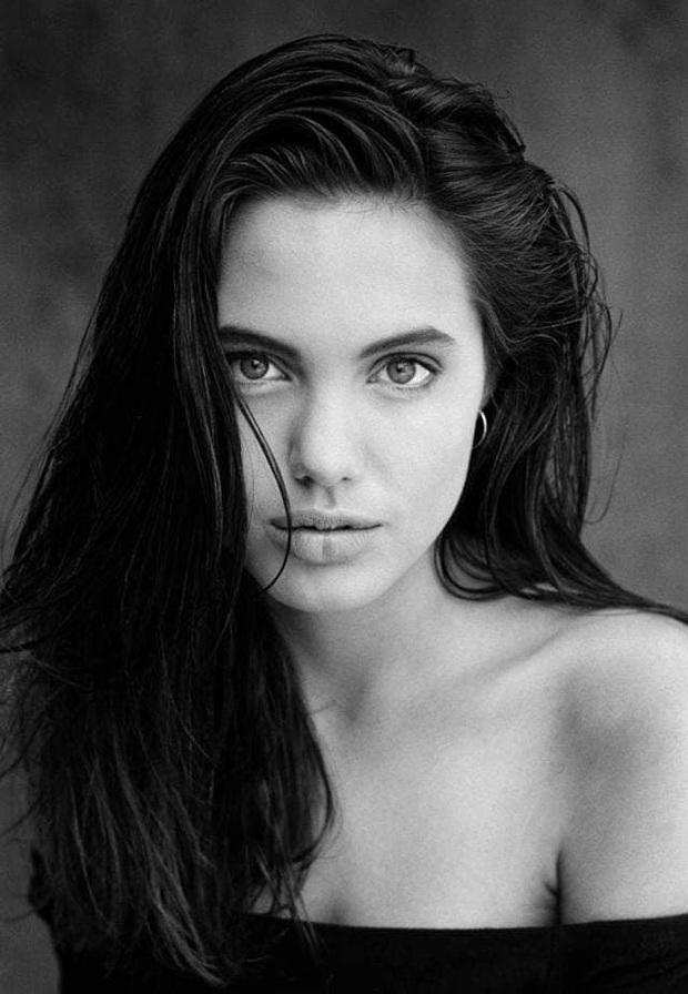 Loạt ảnh thời bé đến thiếu nữ của Angelina Jolie gây sốt trở lại, nhan sắc của đại mỹ nhân Hollywood trong quá khứ có gì mà hot vậy? - Ảnh 7.