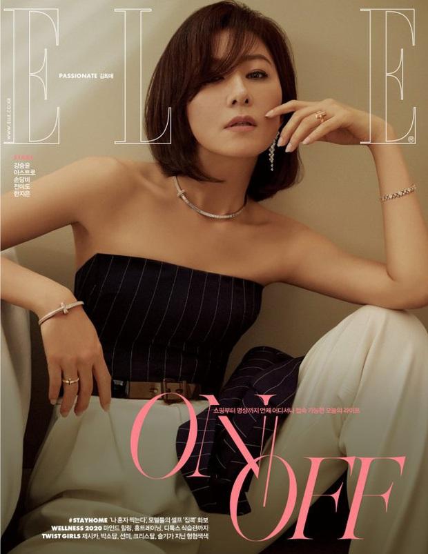 Đại chiến tạp chí bà cả và tiểu tam Thế giới hôn nhân: Kim Hee Ae U55 vẫn táo bạo, nhưng Han So Hee đẹp thế ai đọ lại? - Ảnh 3.