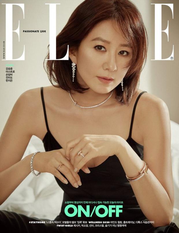 Đại chiến tạp chí bà cả và tiểu tam Thế giới hôn nhân: Kim Hee Ae U55 vẫn táo bạo, nhưng Han So Hee đẹp thế ai đọ lại? - Ảnh 2.