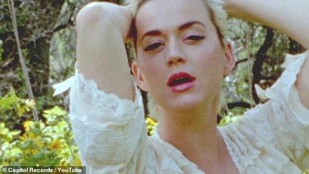 Dân tình choáng nặng vì cảnh Katy Perry khỏa thân 100% khoe bụng bầu ở tháng thứ 8 - Ảnh 6.