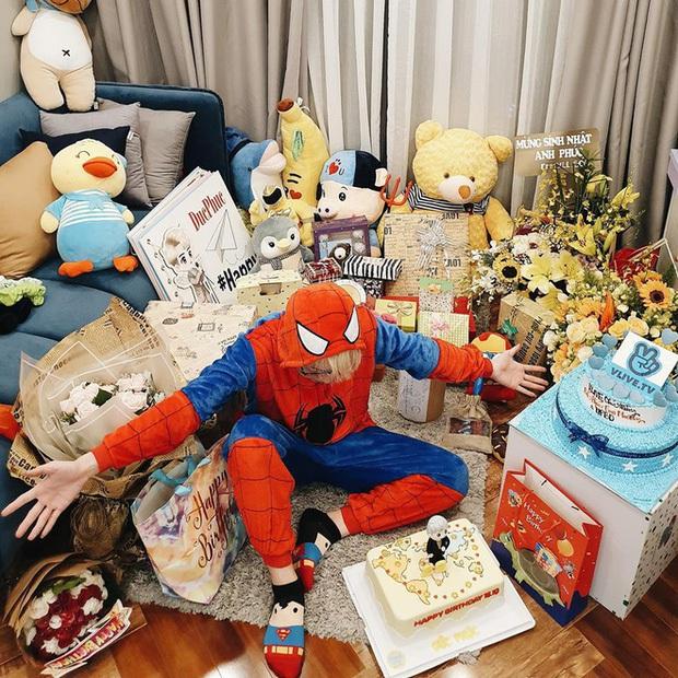 So bì khối tài sản của gia đình Hoa Dâm Bụt: Xấp xỉ 24 tuổi đã sở hữu xế xịn, sắm đồ hiệu mỏi tay, riêng Hòa Minzy còn tậu cả biệt thự cho bố mẹ - Ảnh 9.