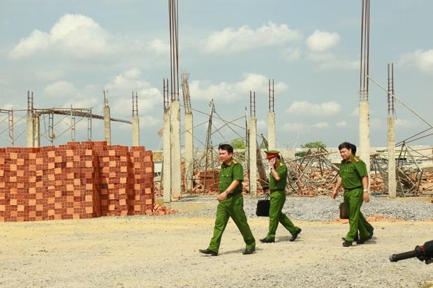 Tạm giữ Giám đốc, Phó giám đốc Công ty TNHH Hà Hải Nga vì vụ sập tường khiến 10 người tử vong ở tỉnh Đồng Nai - Ảnh 1.