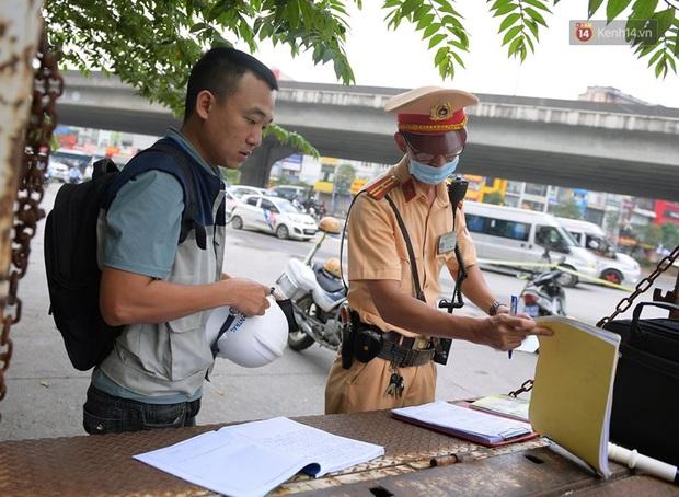 Ngày đầu CSGT tổng kiểm soát, dừng xe kiểm tra giấy tờ: Nhiều phương tiện bị xử lý  - Ảnh 8.