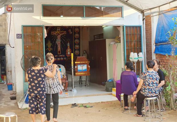 Đám tang đẫm nước mắt của nạn nhân lớn tuổi nhất vụ sập tường ở Đồng Nai: Mẹ ơi, con tìm thấy bố rồi, bố ở trong nhà xác bệnh viện - Ảnh 8.