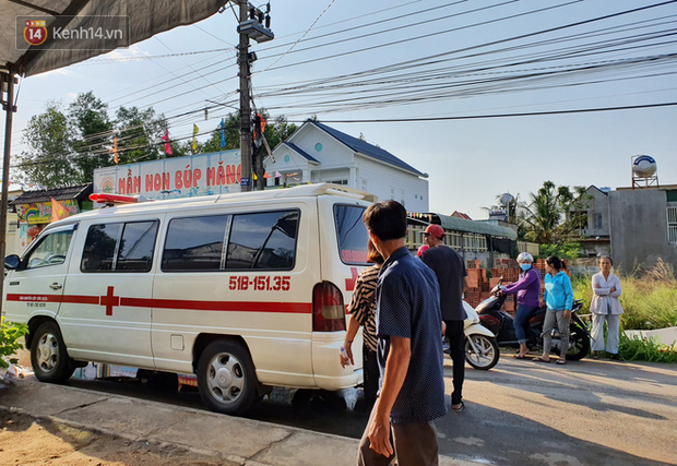Đám tang đẫm nước mắt của nạn nhân lớn tuổi nhất vụ sập tường ở Đồng Nai: Mẹ ơi, con tìm thấy bố rồi, bố ở trong nhà xác bệnh viện - Ảnh 3.
