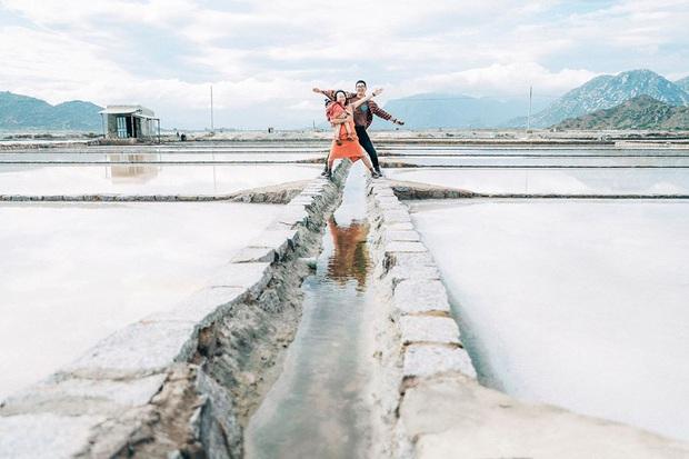 Một vùng đất ở Việt Nam hiện lên rất khác qua bộ ảnh đang viral của gia đình nhỏ mê du lịch: Đẹp trong veo như tranh vẽ, nhìn chỉ muốn đi luôn! - Ảnh 13.
