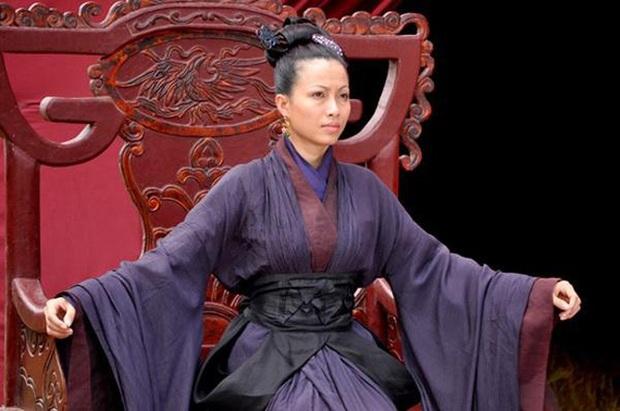 4 vị hoàng hậu tuyệt thế giai nhân trên màn ảnh Việt mà ai cũng mê - Ảnh 7.