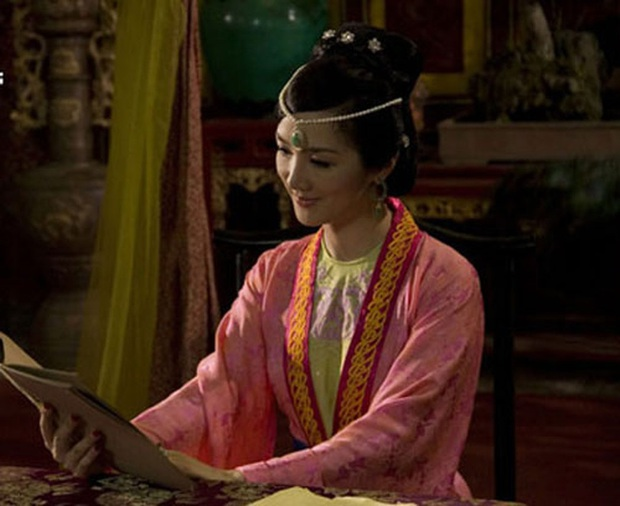 4 vị hoàng hậu tuyệt thế giai nhân trên màn ảnh Việt mà ai cũng mê - Ảnh 8.