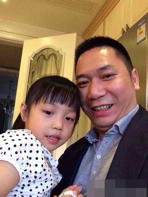 10 tuổi đã sở hữu căn hộ 456 tỷ đồng, học trường tính bằng tiền USD nhưng không ai nghĩ con gái Triệu Vy là con nhà giàu bởi 1 điều - Ảnh 2.