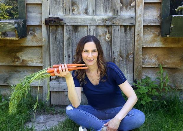 Phụ nữ siêng ăn 12 loại thực phẩm này sẽ giúp cơ thể khỏe mạnh, trẻ đẹp và đặc biệt là bảo vệ tử cung lẫn vòng 1 khỏi bệnh tật - Ảnh 1.