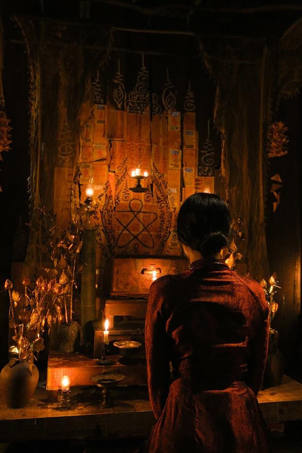 Thiên Linh Cái - Chuyện Chưa Kể: Rùng rợn và chuẩn tâm linh so với bản điện ảnh, thêm 50 phút đẫm máu với nhiều bí ẩn được hé lộ - Ảnh 3.