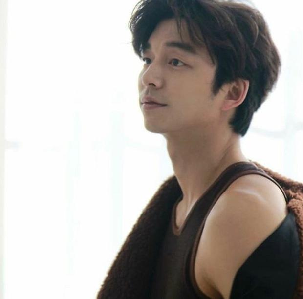 Mê mẩn trước loạt khoảnh khắc đẹp xuất sắc của ông chú yêu tinh Gong Yoo, 40 tuổi rồi nhưng vẫn điển trai và phong độ ngời ngời - Ảnh 8.