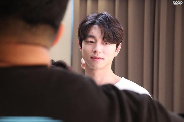 Mê mẩn trước loạt khoảnh khắc đẹp xuất sắc của ông chú yêu tinh Gong Yoo, 40 tuổi rồi nhưng vẫn điển trai và phong độ ngời ngời - Ảnh 9.