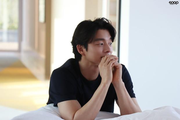 Mê mẩn trước loạt khoảnh khắc đẹp xuất sắc của ông chú yêu tinh Gong Yoo, 40 tuổi rồi nhưng vẫn điển trai và phong độ ngời ngời - Ảnh 10.
