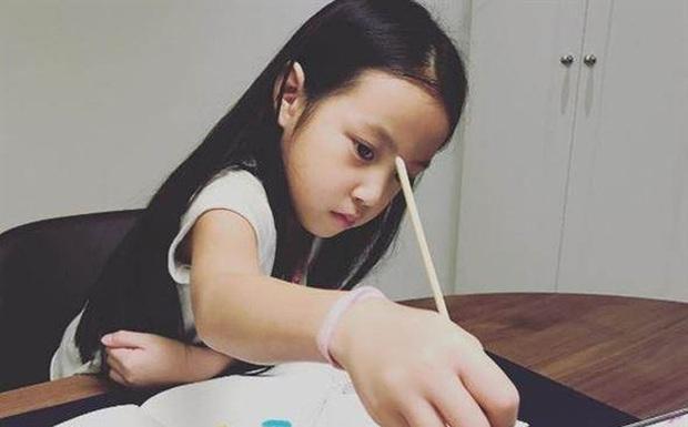 10 tuổi đã sở hữu căn hộ 456 tỷ đồng, học trường tính bằng tiền USD nhưng không ai nghĩ con gái Triệu Vy là con nhà giàu bởi 1 điều - Ảnh 5.