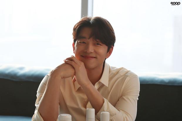 Mê mẩn trước loạt khoảnh khắc đẹp xuất sắc của ông chú yêu tinh Gong Yoo, 40 tuổi rồi nhưng vẫn điển trai và phong độ ngời ngời - Ảnh 4.