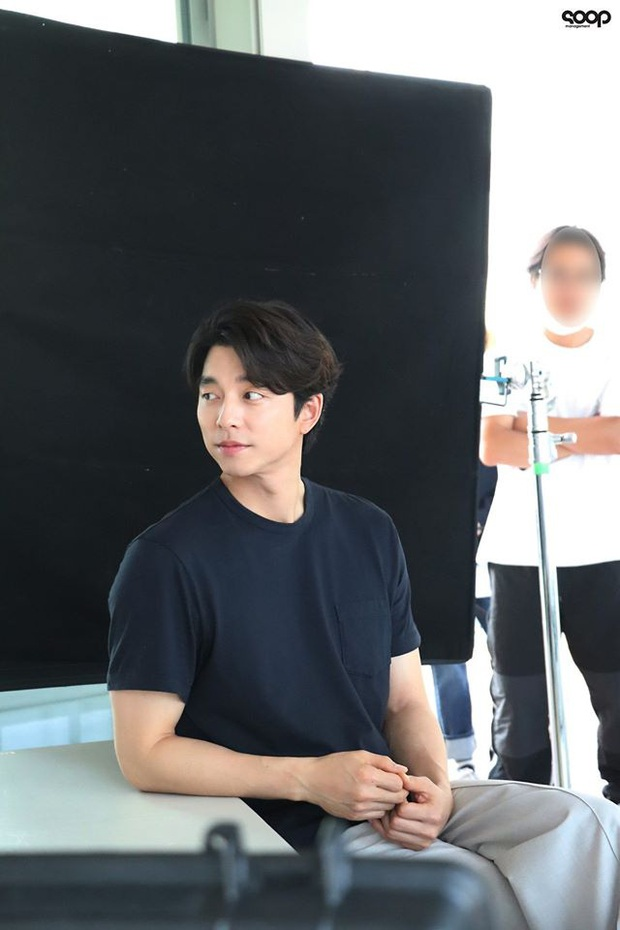 Mê mẩn trước loạt khoảnh khắc đẹp xuất sắc của ông chú yêu tinh Gong Yoo, 40 tuổi rồi nhưng vẫn điển trai và phong độ ngời ngời - Ảnh 6.