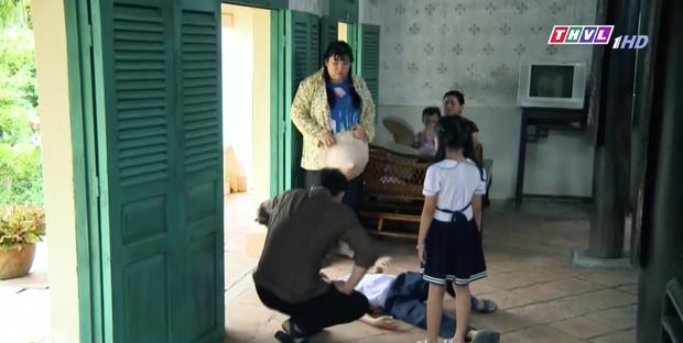 Mẹ Ghẻ tập 7: Mẹ ruột vừa bỏ đi hai đứa trẻ nhà Phong bỗng vừa quậy phá vừa hỗn hào, mắng chửi người lớn từ nhà ra ngõ - Ảnh 4.