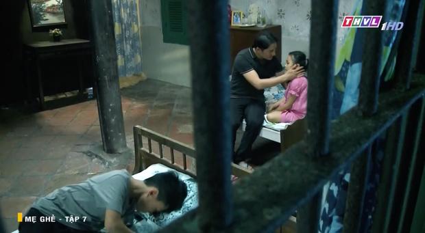 Mẹ Ghẻ tập 7: Mẹ ruột vừa bỏ đi hai đứa trẻ nhà Phong bỗng vừa quậy phá vừa hỗn hào, mắng chửi người lớn từ nhà ra ngõ - Ảnh 13.