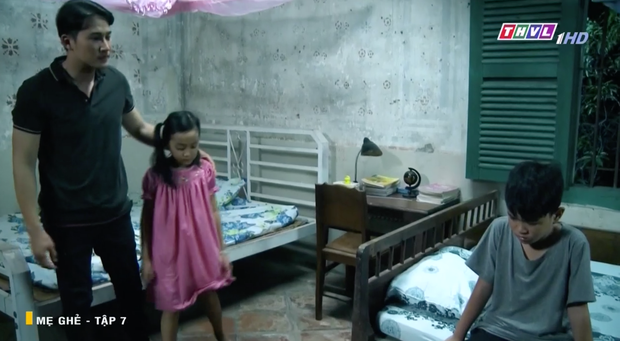 Mẹ Ghẻ tập 7: Mẹ ruột vừa bỏ đi hai đứa trẻ nhà Phong bỗng vừa quậy phá vừa hỗn hào, mắng chửi người lớn từ nhà ra ngõ - Ảnh 12.