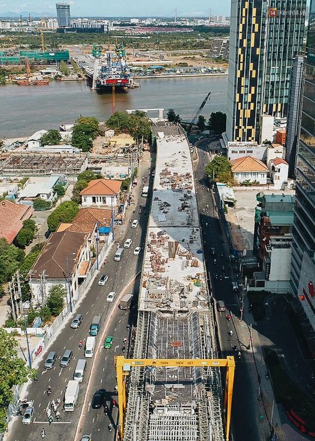Chùm ảnh cầu Thủ Thiêm 2: Cây cầu dây văng hiện đại nối quận 1 với khu đô thị mới quận 2 đang gấp rút hoàn thiện - Ảnh 2.