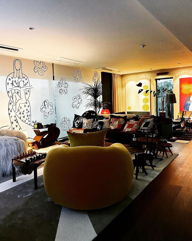 """Cách """"ông hoàng Kpop"""" G-Dragon decor penthouse 9 tỷ: Ghế đã trăm triệu mỗi cái, tranh treo tường giá còn cắt cổ hơn - Ảnh 2."""