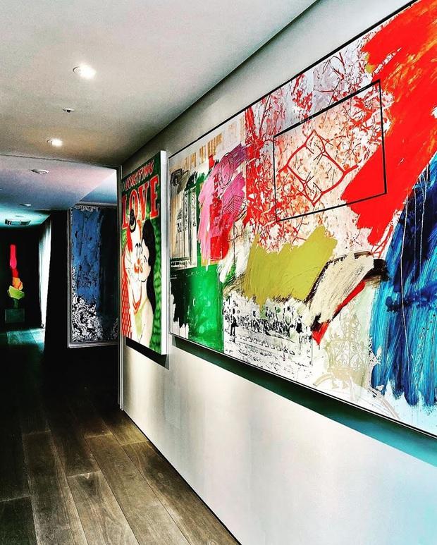 """Cách """"ông hoàng Kpop"""" G-Dragon decor penthouse 9 tỷ: Ghế đã trăm triệu mỗi cái, tranh treo tường giá còn cắt cổ hơn - Ảnh 5."""