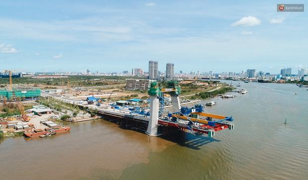 Chùm ảnh cầu Thủ Thiêm 2: Cây cầu dây văng hiện đại nối quận 1 với khu đô thị mới quận 2 đang gấp rút hoàn thiện - Ảnh 4.